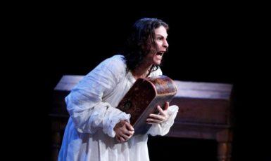 Se ve imagen de juana la loca la reina que no quiso reinar teatro granada